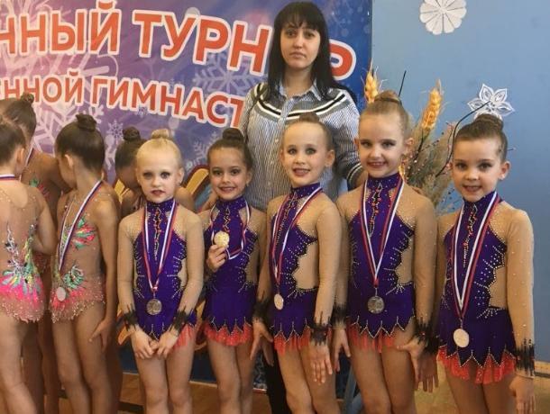 Второе и четвертое место: юные гимнастки достойно представили Морозовск на турнире «Снежинки Дона»