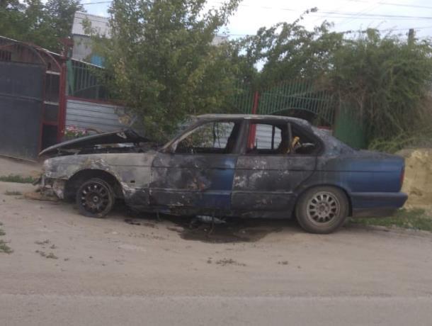 Водитель успел выпрыгнуть из горящего BMW в Морозовске