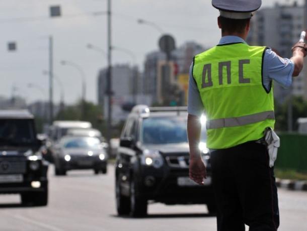 «Встречная полоса»: в Морозовском районе инспекторы ГИБДД занялись отловом любителей поездить по «встречке»