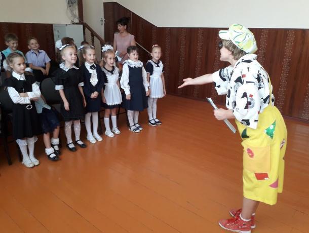 Театрализованную программу для будущих школьников подготовили культорганизаторы МБУ «Спутник»