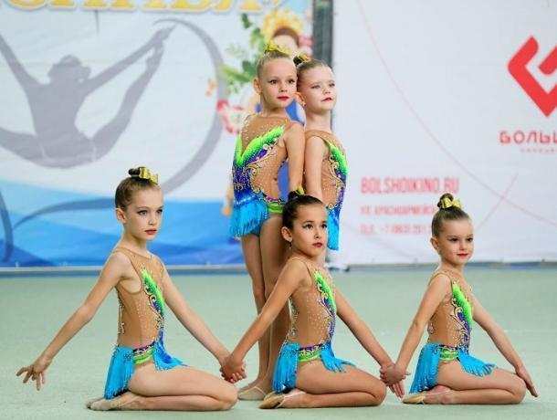 Морозовчанки отстояли честь города на областных соревнованиях по художественной гимнастики в Аксае