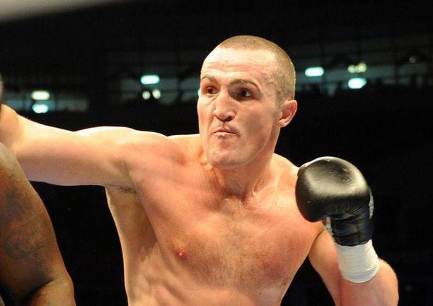 Прославленный боксер-тяжеловес едет в Морозовск