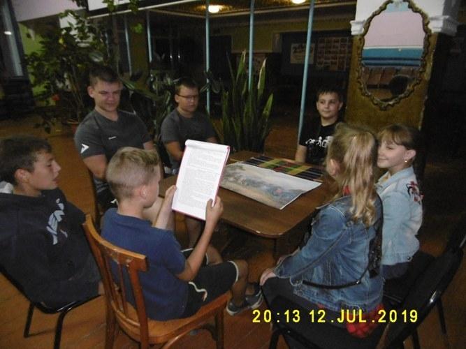Роли журналистов исполнили дети станицы Вольно-Донской в День победы русской армии в Полтавской битве
