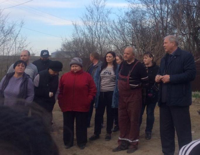 Наболело: жители улиц Морозовска, прилегающих к горящей свалке, лично излили душу главе городской администрации