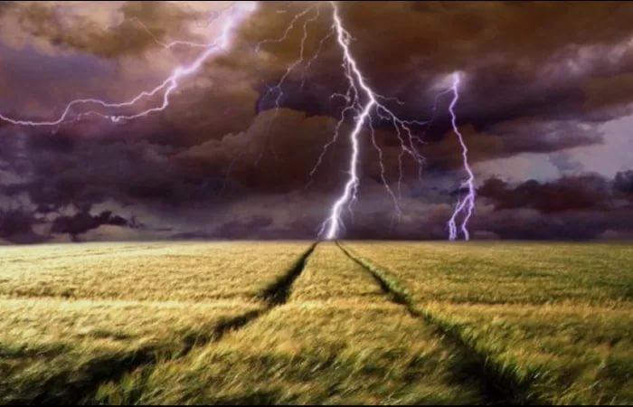Морозовчан опять предупредили о надвигающейся на Ростовскую область грозе