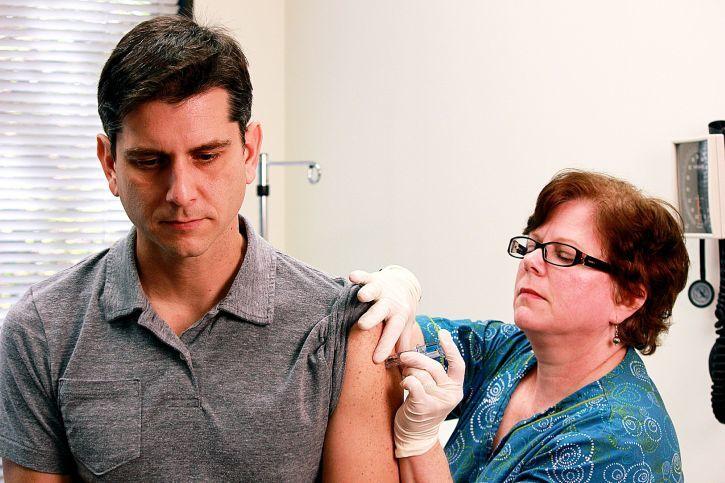 Прививки от гриппа уже сделали более 35% дончан