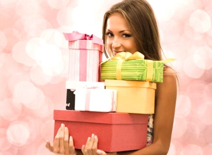 Где отпраздновать 8 марта и что подарить любимым
