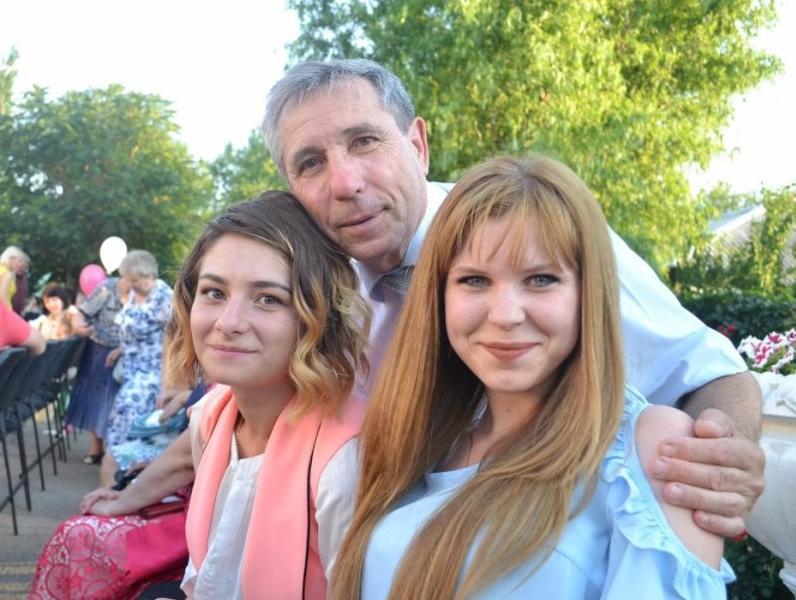 Валерию Фирсовичу 70 лет: с юбилеем морозовчанина поздравила любящая семья