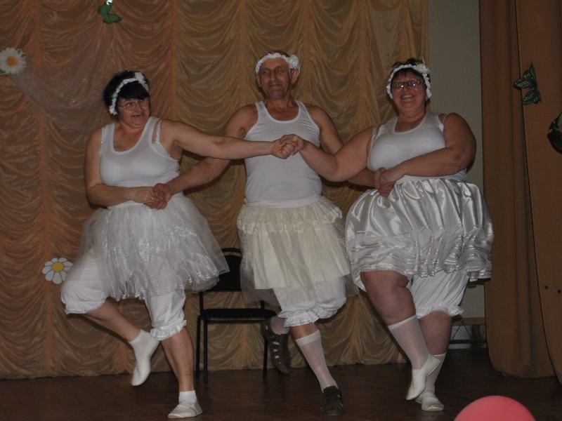 Шквалом аплодисментов встретили зрители танец маленьких лебедей на концерте в станице Вольно-Донской