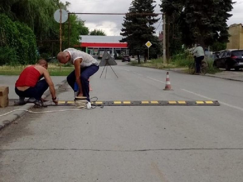 Искусственные неровности установили перед переходом напротив ДШИ в Морозовске