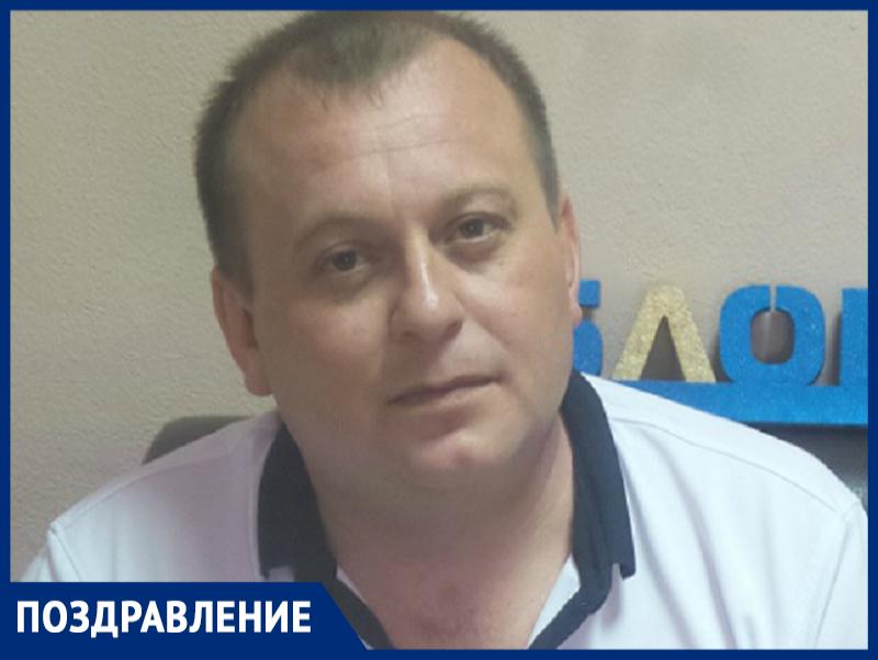 Руководитель танцевального коллектива «Парнас» Павел Мартин отмечает День рождения