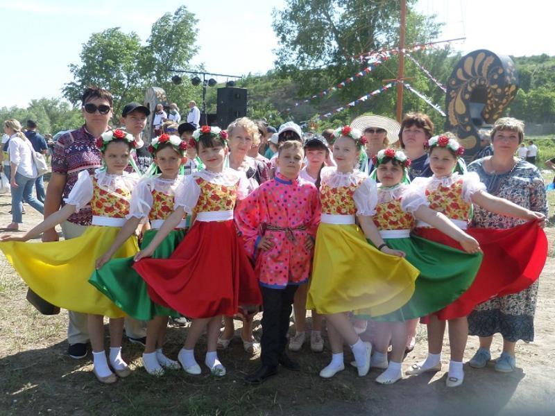 Бурными аплодисментами встречали танцоров Грузиновского СДК на международном фестивале «Каяльские чтения»