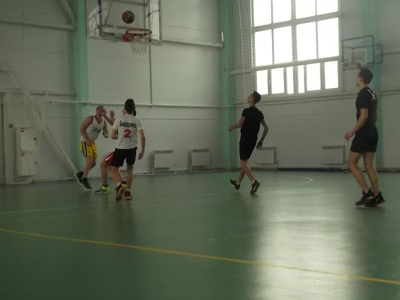 Блестящие трехочковые броски принесли команде СКА очередную победу на соревнованиях по баскетболу в Морозовске