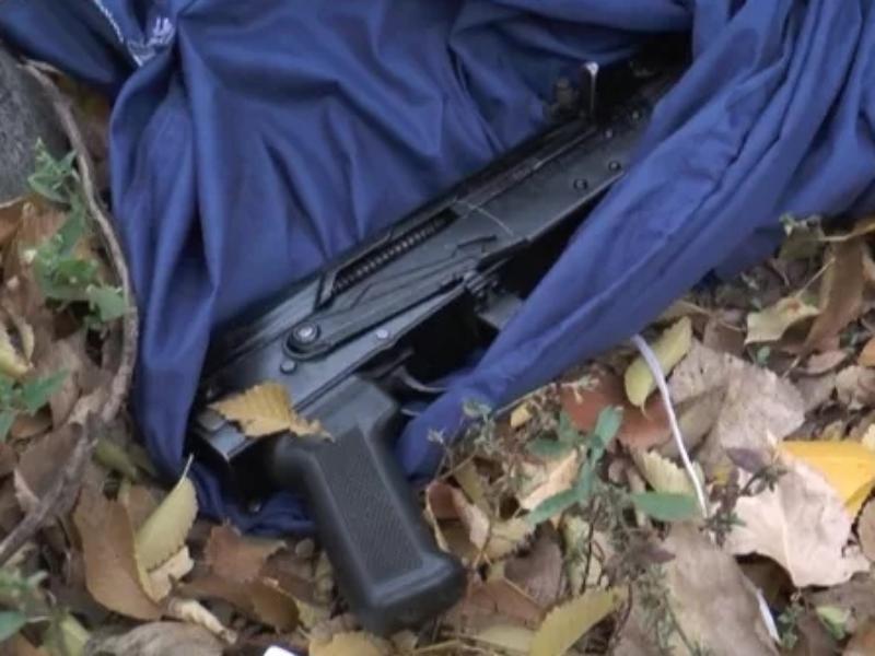 Гранаты, пистолет и автомат Калашникова, обнаружены на Северном кладбище в Морозовске