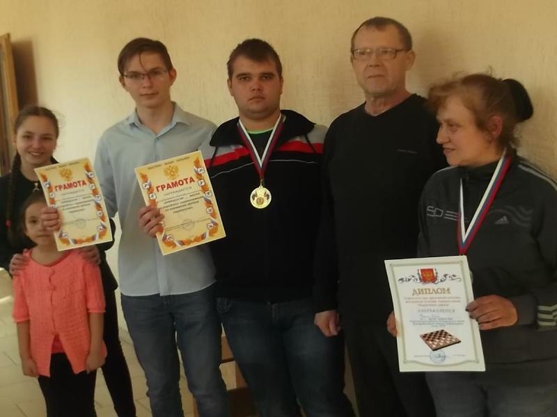 Победителями личного первенства по шахматам в Морозовске стали Екатерина Волошина и Денис Кулешов