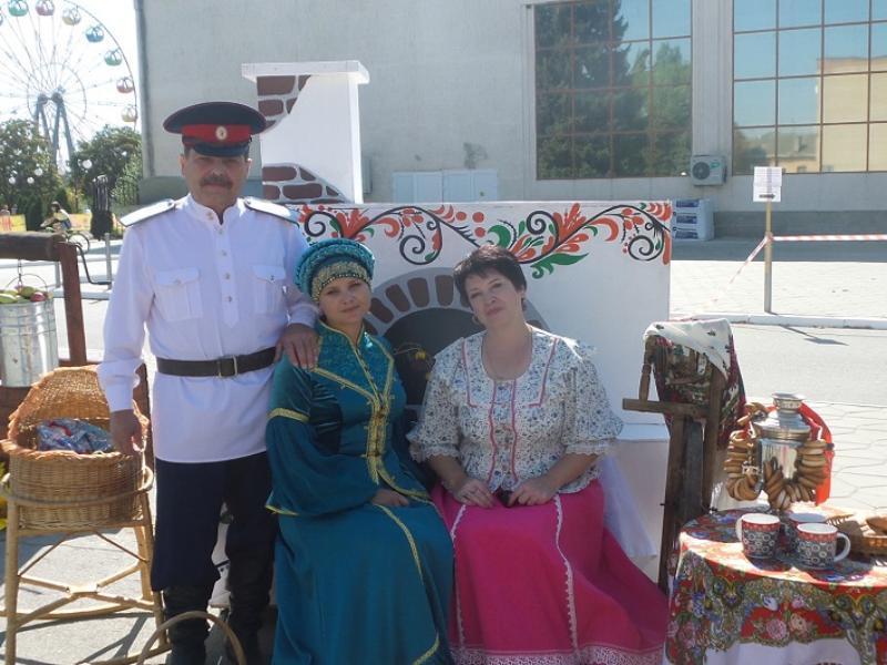 День рождения Морозовского района отметили ярмаркой, выставками и концертом