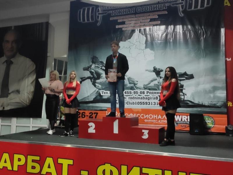 Морозовчанин Антон Болдырев стал чемпионом Ростовской области по пауэрлифтингу