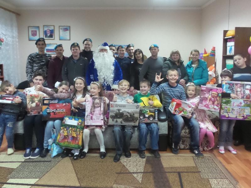 Десантники Морозовска подарили чудо малышам из приюта