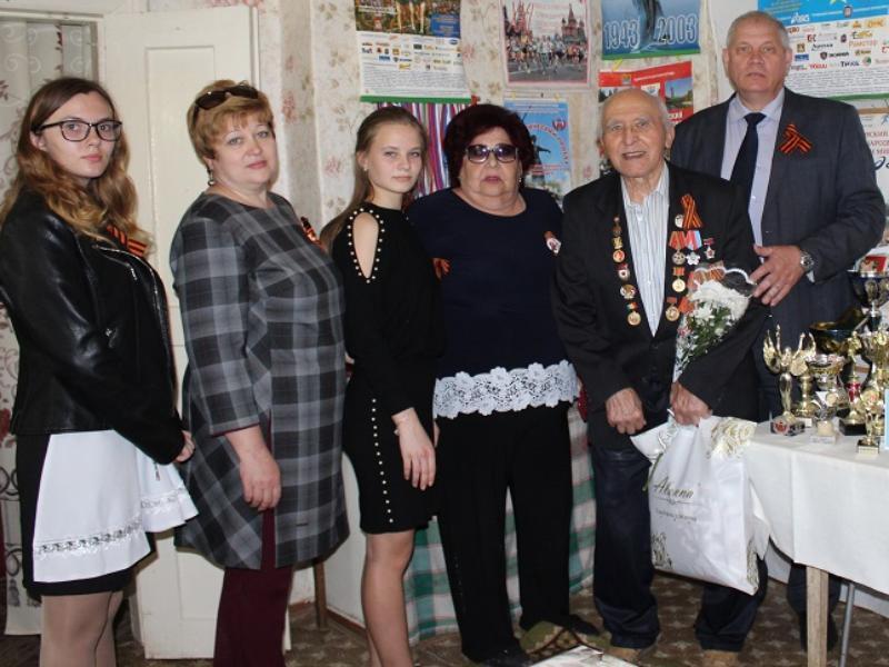 «Спутник» поздравлял ветеранов Морозовска вместе с мэром