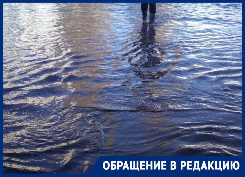 Мои похождения окончились водой в полусапожке, - почетный гражданин района попытался перейти улицу Луначарского