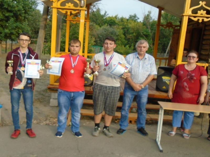 Чемпионами первенства области по шахматам оказались морозовчане Денис Кулешов и Иван Беляевский