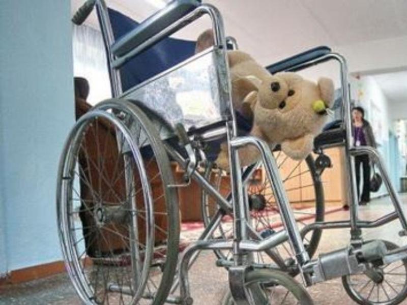 Пособие по уходу за детьми-инвалидами в России с июля составит 10 тысяч рублей