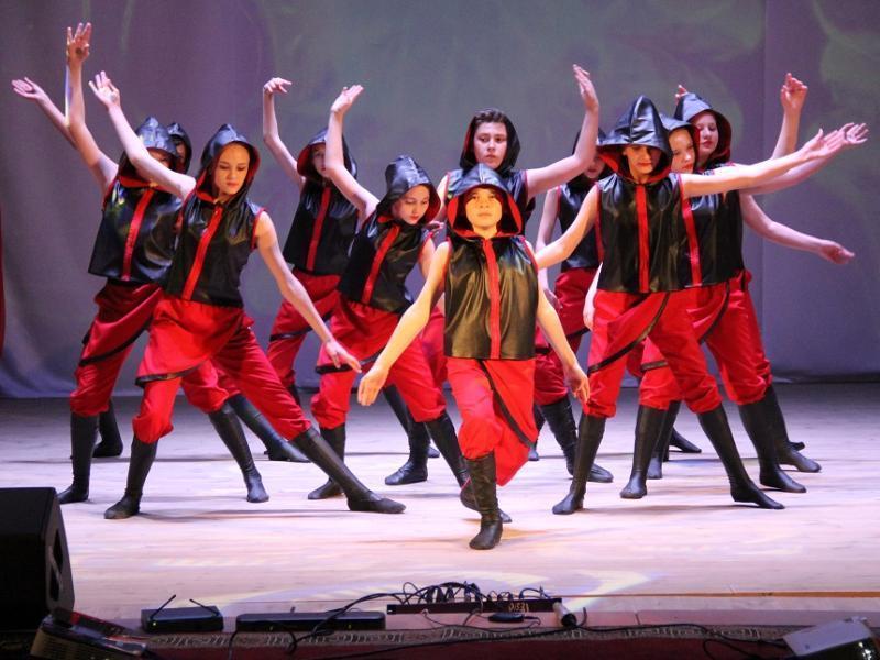 Танцевальный коллектив «Парнас» красиво представил Морозовский район на международном Дне танца в станице Обливской