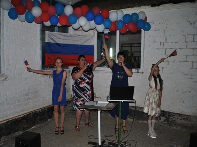 Душевный концерт ко Дню России провели культорганизаторы в Сибирьчанском сельском клубе