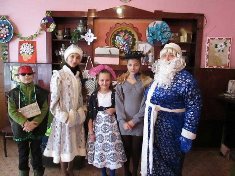 Новогоднюю сказку подготовили для односельчан работники дома культуры в хуторе Старопетровском
