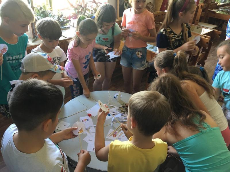 Игрушку-иллюзию «тауматроп» научились делать дети в Морозовске