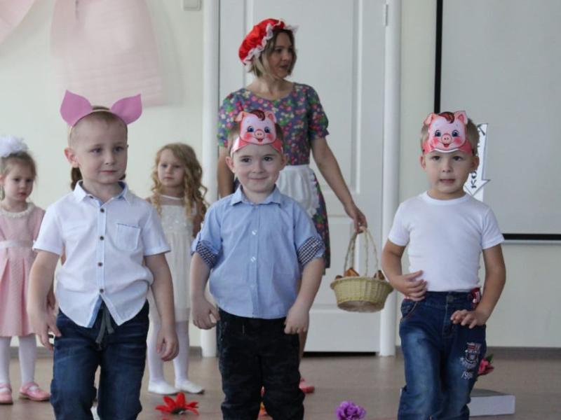 Трогательный концерт в честь Дня матери подготовили в детском саду «Сказка»