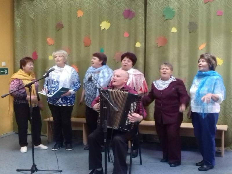 Красивый праздник с песнями и танцами подготовили в честь Дня пожилого человека в МБУ «Спутник», в Морозовске