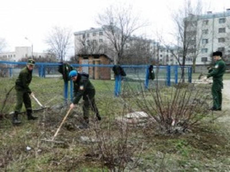 Волонтерский отряд «Донская вольница» помог с уборкой в Центре социального обслуживания Морозовска