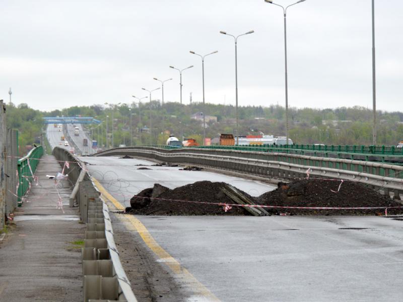Строительство временного моста через Северский Донец в Каменском районе завершится в августе