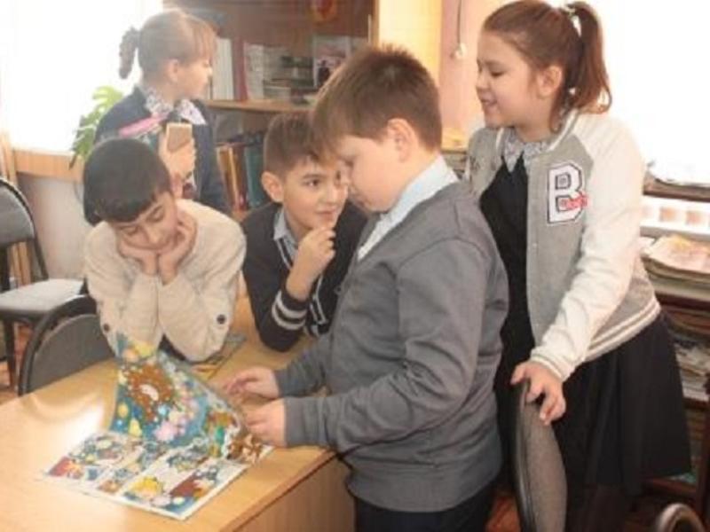 Час информации «Береги свою жизнь» прошел для школьников в детском отделе библиотеки Морозовска
