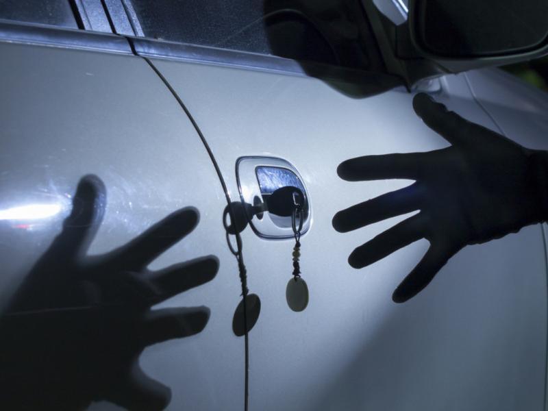 Владельцы автомобилей сами провоцируют угонщиков, - сотрудники полиции напомнили дончанам простые правила