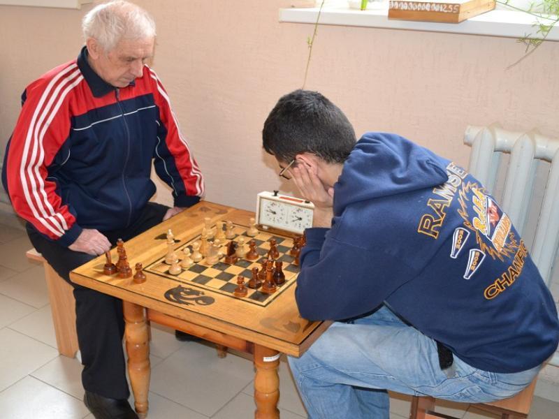 Шахматисты Морозовска завоевали первое место в районных соревнованиях