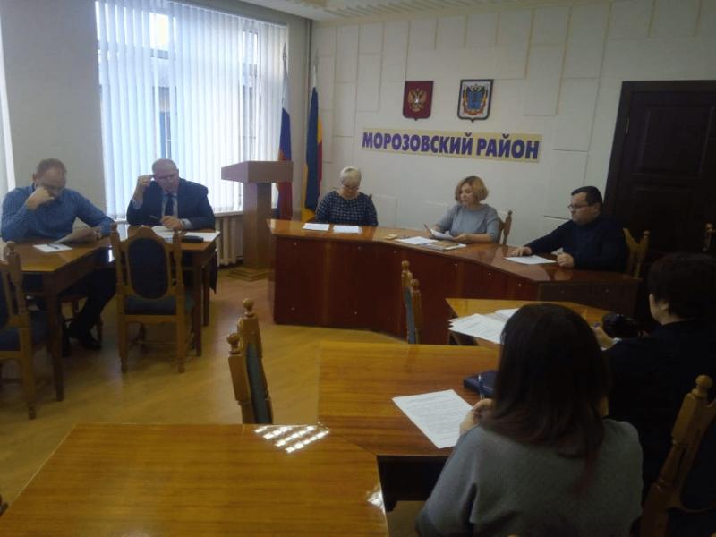 Вопрос о регулировании численности бездомных животных обсудили на заседании в администрации Морозовского района