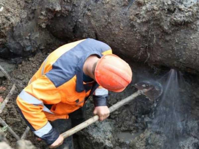 Ремонт водопровода в Морозовске на месяц может остановить движение возле «пятачка»