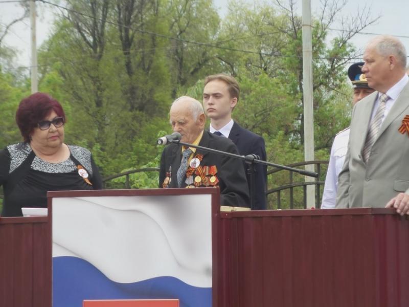 Публикуем видео выступления ветерана и главы районной администрации на параде в Морозовске