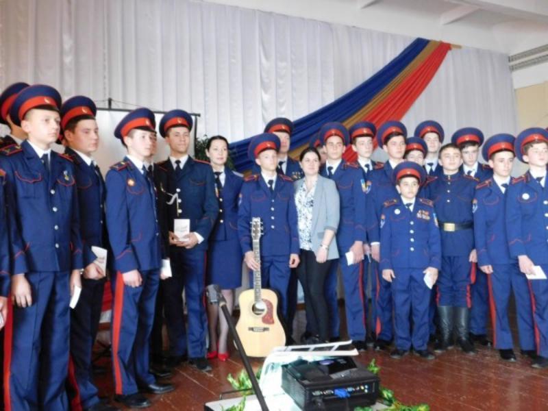 Воспитанникам казачьего кадетского корпуса вручили официальные книжки волонтеров Морозовска