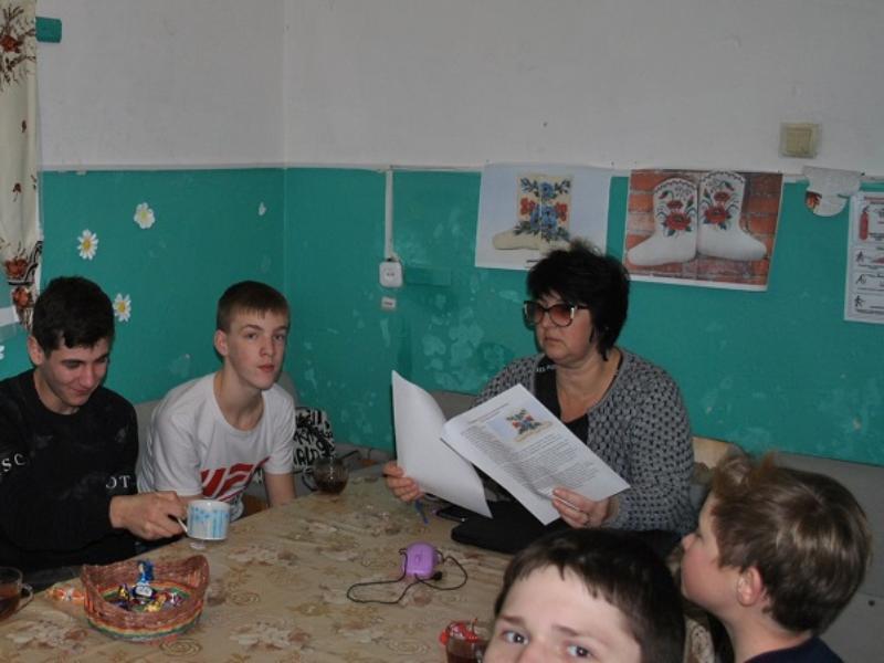Валенки, ушанка, матрешка: предметы, как символы России обсудили в Доме культуры хутора Вишневка