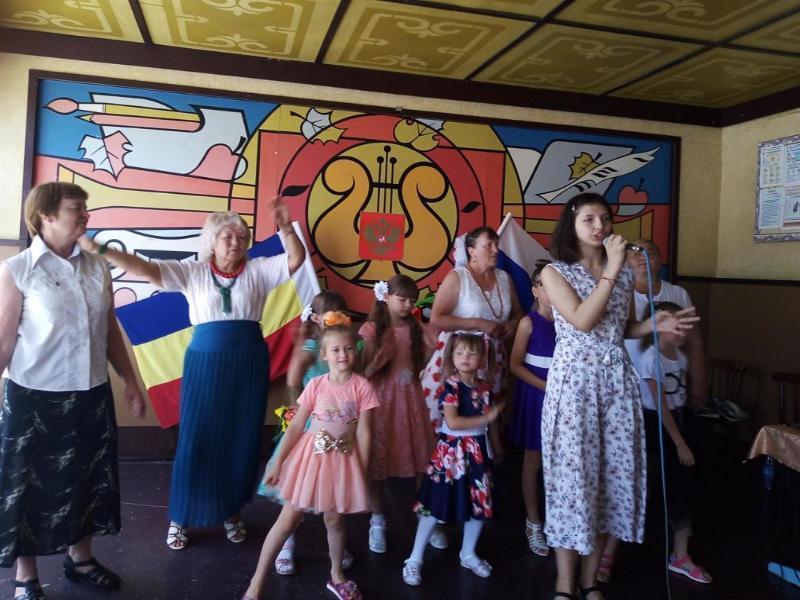 Пели, танцевали, читали стихи: День России в хуторе Старопетровском отметили с большим размахом