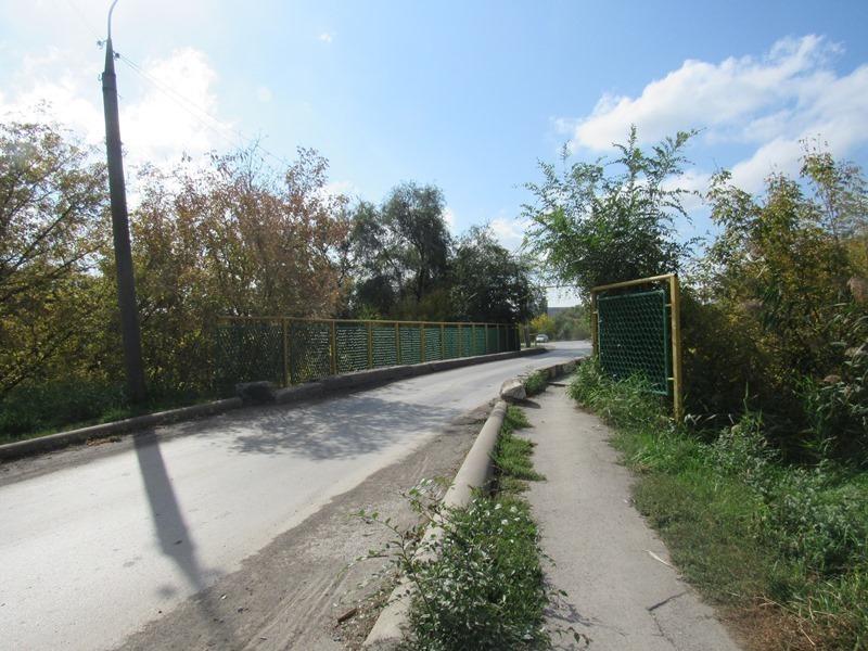 Блеск и нищета Морозовска: улица Тюленина отличилась большим количеством скамеек и хорошего асфальта