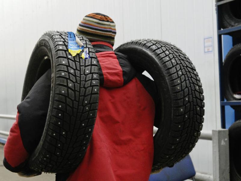 Донским автолюбителям порекомендовали повременить с заменой зимних шин