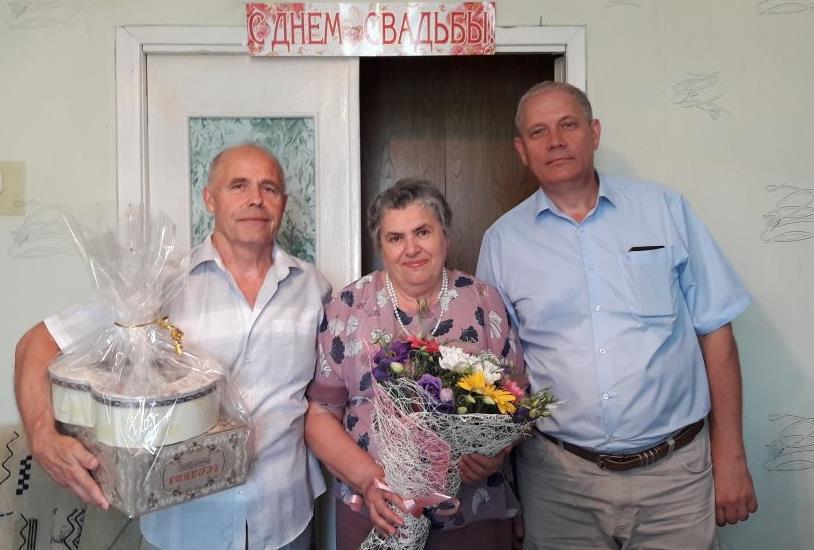 Семью Плато с сапфировой свадьбой поздравил мэр Морозовска