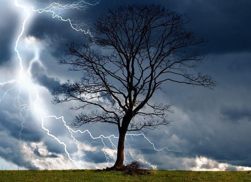 Гром и молнии движутся в сторону Морозовска