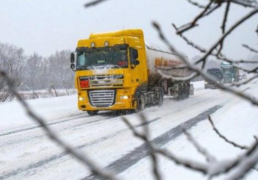 Большегрузы в течение года будут объезжать закрытую для движения дорогу через трассу возле Морозовска
