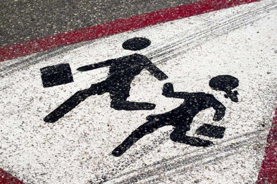 Семилетний мальчик попал под колеса автомобиля рядом со школой в Морозовске