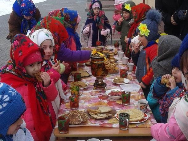 Веселыми хороводами, играми, горячими блинами и ароматным чаем проводили зиму в детском саду хутора Вишневка